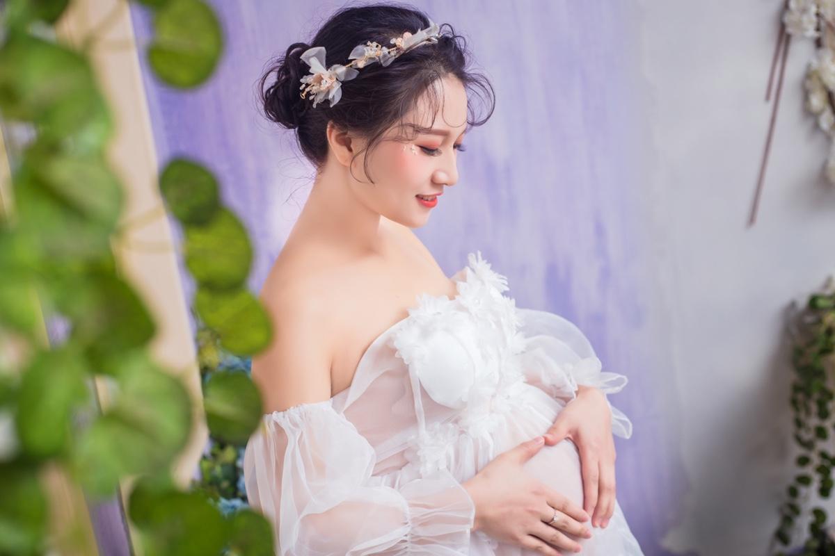 Mẹ bầu nên giao tiếp với em bé của mình như thế nào?
