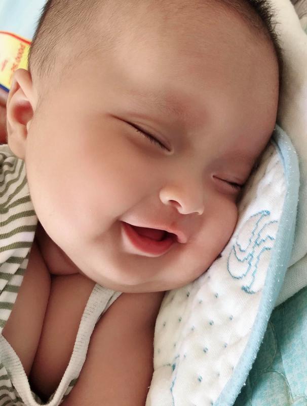 Em Sóc 4m1d (8kg7)... nuôi em bằng nguồn sữa mẹ Các mẹ nhớ thai giáo đều cho bé mỗi ngày nha, bé sinh ra dễ nuôi, bụ bẫm, khỏe mạnh, xinh zai ạ  Mẹ nào xin vía hôngggg ❣️