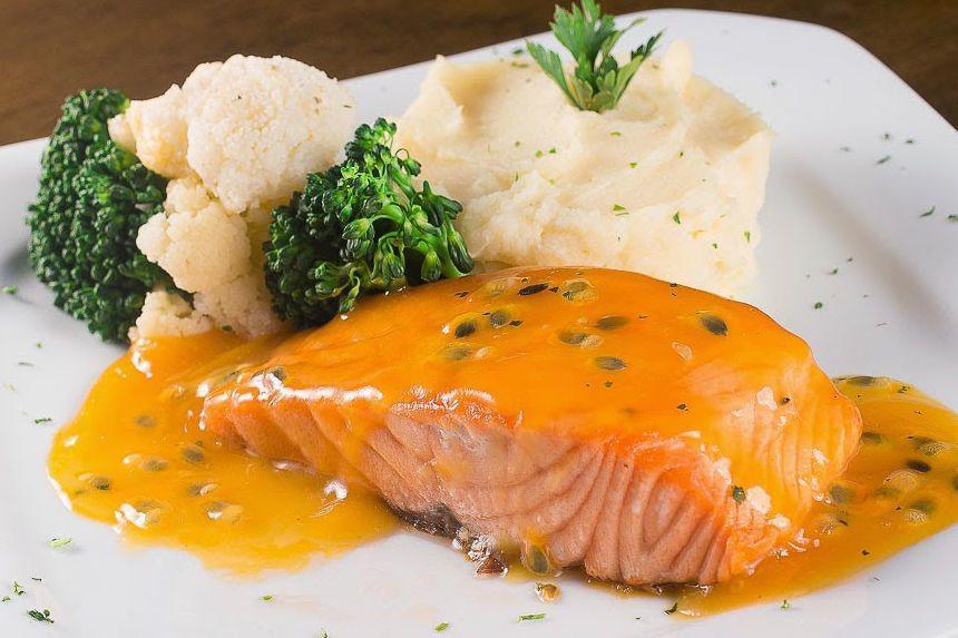cá hồi sốt bơ tỏi món ngon cho bà bầu 3 tháng cuối