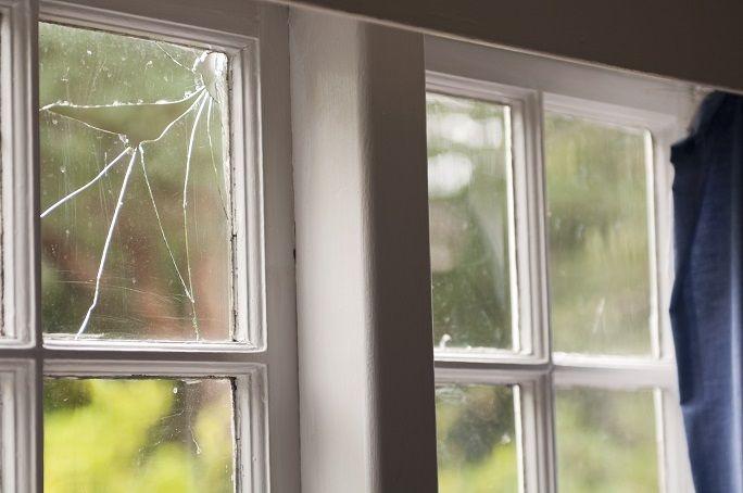 Truyện thai giáo tiếng Anh (Thai giáo ngoại ngữ): Who's Broken a Window (Ai đã làm bể kính cửa sổ)