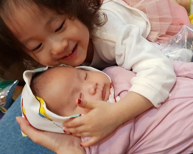 Yêu 2 em, nhà cháu cảm ơn Mamibabi nhiều lắm ạ Bé đầu chưa có Mamibabi để thai giáo, nhẽ lại làm thêm bé nữa ko các mẹ 😂😂