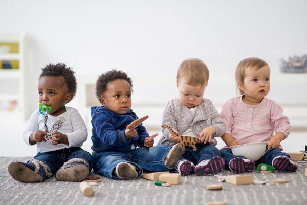 Bé Ở Lứa Tuổi Nhà Trẻ: Tất Cả Những Điều Mẹ Cần Biết
