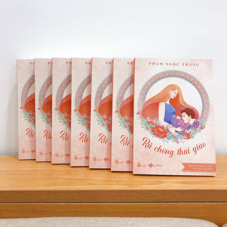 """CHÍNH THỨC RA MẮT SÁCH """"RỦ CHỒNG THAI GIÁO"""" TRÊN TOÀN QUỐC   Sau gần 3 năm sáng lập ứng dụng Mamibabi và tương tác với hàng ngàn mẹ bầu, thật may mắn, mình đã có cơ hội được xuất bản một cuốn sách về lĩnh vực này với tựa đề """"Rủ chồng thai giáo"""".   Mục đích của mình khi viết cuốn sách là giúp các mẹ bầu """"lôi kéo"""" chồng vào việc thai giáo cho con. Dẫu chồng không thể mang thai hộ bạn, anh ấy vẫn có thể giúp bạn và con có một thai kỳ nhẹ nhõm và hạnh phúc hơn.  Cuốn sách """"Rủ chồng thai giáo"""" chứa đựng một số thông tin """"độc và lạ"""" chưa từng có trong bất cứ cuốn sách nào về thai giáo và mang thai tại Việt Nam, bên cạnh đó là những kiến thức cơ bản dành cho các mẹ lần đầu tìm hiểu về thai giáo. Mình tin rằng sau khi đọc cuốn sách này, các mẹ và các bố có thể tự thai giáo cho con ngay tại nhà mà không tốn bất cứ chi phí nào.   Sách hiện đã có mặt tại các trang thương mại điện tử uy tín như Tiki, Shopee Mall và sẽ sớm có mặt tại các hiệu sách trên toàn quốc.   Mẹ có thể đọc bài giới thiệu chi tiết về cuốn sách tại đây >>> https://mamibabi.com.vn/news/1390/ru-chong-thai-giao-cuon-sach-chua-dung-nhung-dieu-chua-tung-co-tai-viet-nam   Mẹ có thể mua sách tại Tiki >>> https://shorten.asia/xeffzV1Y  Hoặc tại Shopee Mall >>> https://shorten.asia/AsKC7CTC   #sachthaigiao #sách_thai_giáo #rủ_chồng_thai_giáo  #thaigiao #thai_giáo #thaigiáo #mangthai #babau  Tác giả Phạm Ngọc Thắng, Nhà sáng lập ứng dụng Mamibabi"""