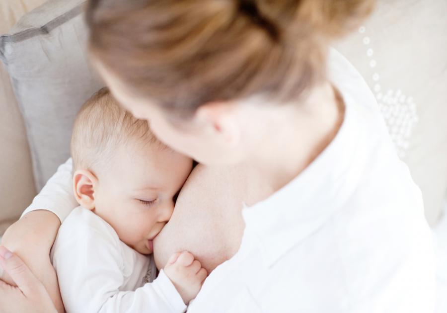 CHĂM SÓC BÉ SƠ SINH: CÁC KỸ NĂNG CẦN THIẾT NHẤT   Chăm sóc bé sơ sinh luôn là một trong những chủ đề được nhiều mẹ bầu quan tâm nhất, đặc biệt là các mẹ đang mang bầu những tháng cuối. Mamibabi đã nhận được rất nhiều câu hỏi như:    - Cách chăm sóc và nuôi dưỡng trẻ sơ sinh thế nào - Cách chăm sóc trẻ sơ sinh mới chào đời  - Cách chăm sóc trẻ từ 1 đến 2 tháng tuổi - Cách chăm sóc trẻ sơ sinh 1 tuần tuổi - Kiến thức chăm sóc trẻ sơ sinh - Cách chăm sóc trẻ sơ sinh từ A đến Z  - Trẻ sơ sinh từ 1 đến 2 tháng tuổi - Cách chăm sóc trẻ sơ sinh dưới 1 tháng tuổi    Dưới đây là link tổng hợp đầy đủ các kĩ năng chăm sóc trẻ sơ sinh cần thiết như: Nuôi con bằng sữa mẹ, luyện EASY cho bé, luyện ngủ cho bé, tắm bé sơ sinh, tuần khủng hoảng, bệnh thường gặp, mát-xa cho bé…   Mẹ hãy tìm hiểu ngay hôm nay để biết cách chăm sóc bé sơ sinh tốt nhất nhé >>> https://mamibabi.com.vn/raising#chamsocbe